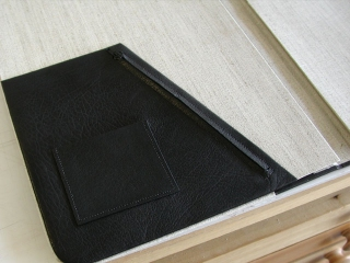 Zipper pocket for leather notebook